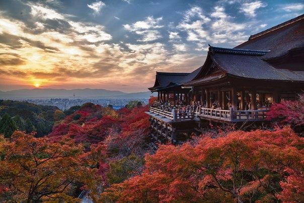 Осенний закат япония