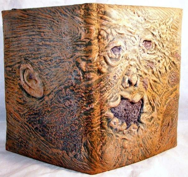 Шокирующие вещи, сделанные из человеческой кожи